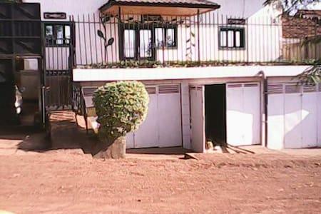 one single bedroom self contained - Kigali - Ház