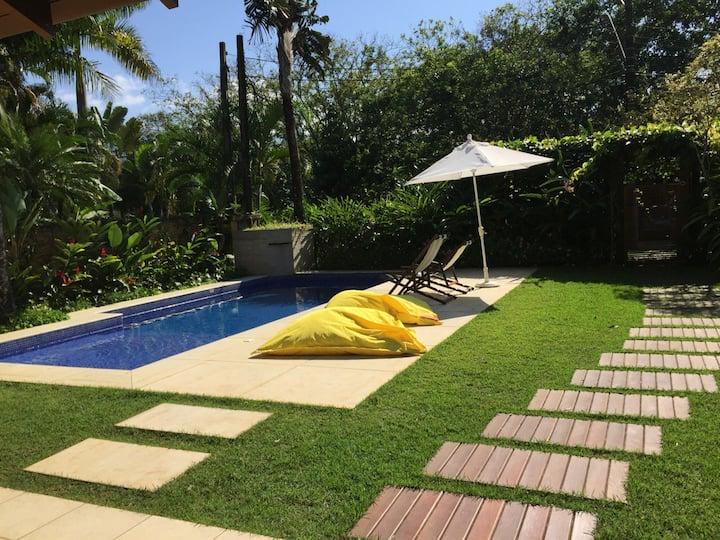 Casa c piscina e diarista em Condominio na Baleia