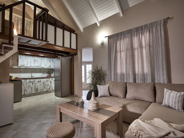 Coral villa with private pool at 200m from the sea
