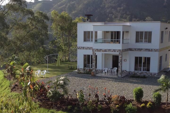 Hermosa Casa Finca Moderna Cómoda Cerca Al Pueblo