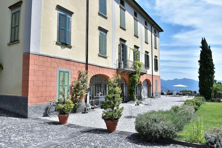 Ca' laRipa: Apartment PANORAMA facing the lake
