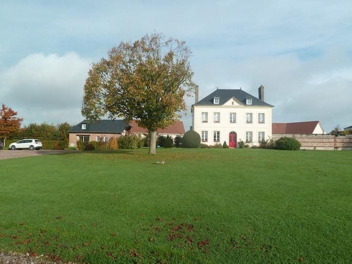 Maison normande, jardin et parking