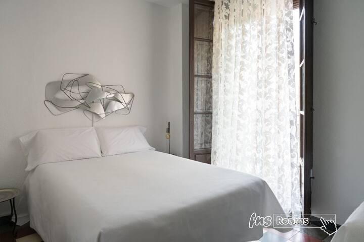 Venecia Gomérez - Triple. 1 cama matrimonial, 1 cama individual. Baño compartido - Estancia mínima 3 noches