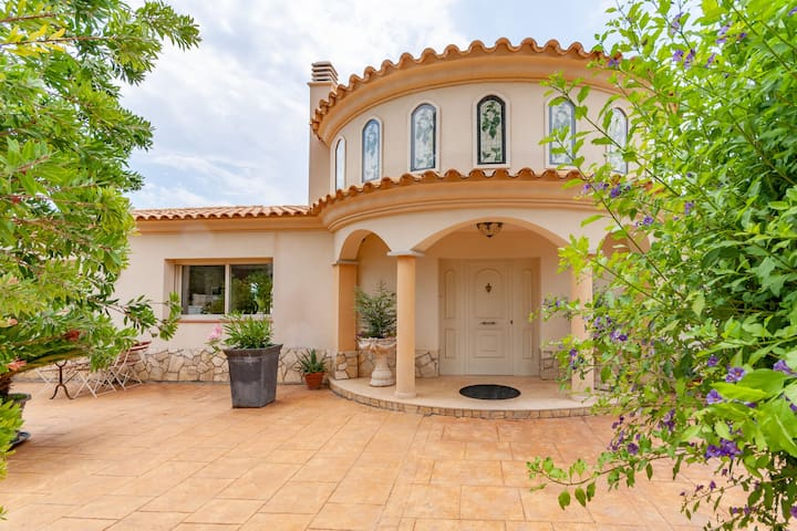 Magnificent holiday home with fantastic views in Olivella for 9 people