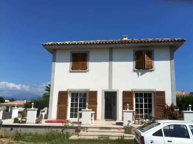 VILLA GRAND STANDING - Aléria - Huis