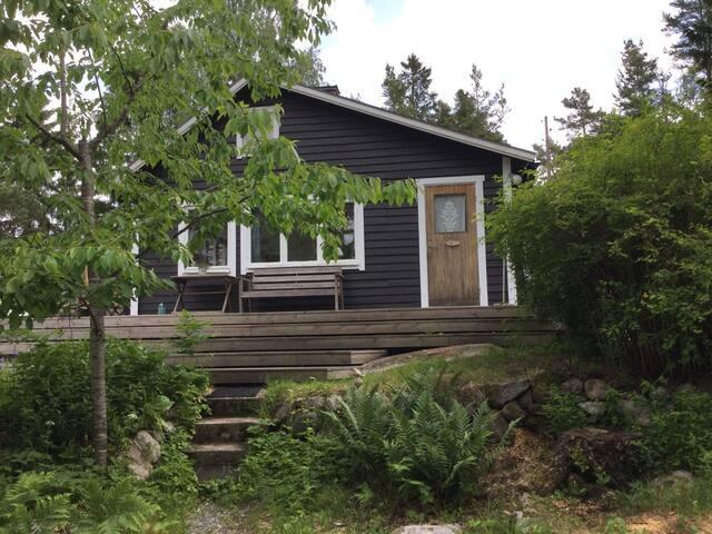 Fin stuga med privat läge på Blidö - Norrtälje SO - Cabana