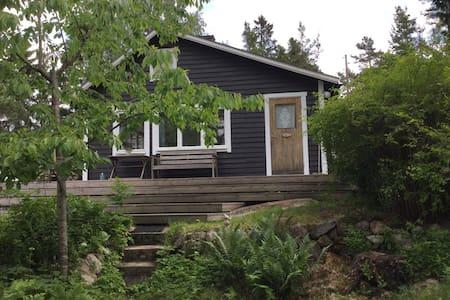 Fin stuga med privat läge på Blidö - Norrtälje SO