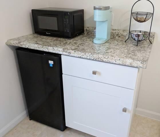 Coffee / Bar / Cabinet