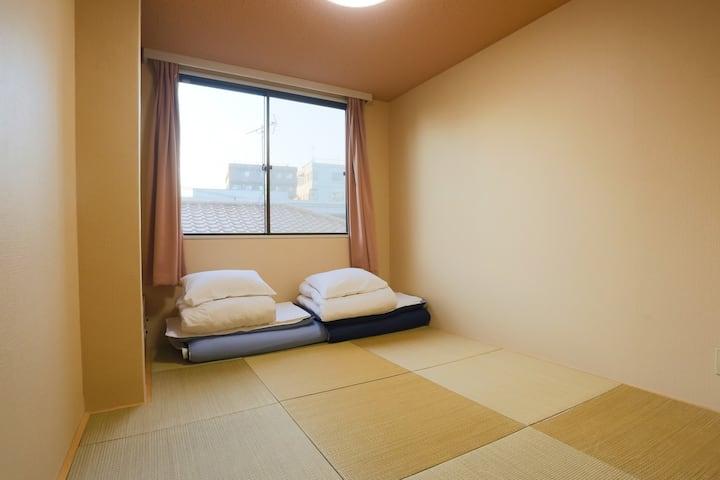 Tozai Line/Kasai Sta. Japanese-Style Twin Room