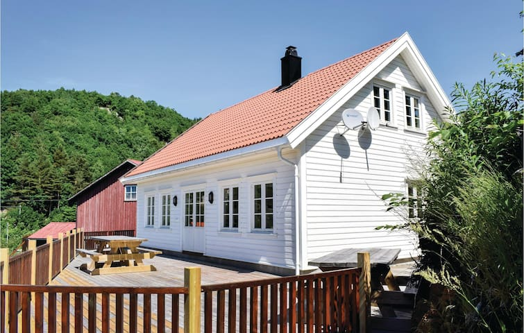 Holiday cottage with 3 bedrooms on 110m² in Lindesnes