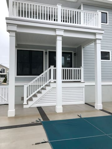 Beach block 2 bed 2.5 ba with pool /hot tub access