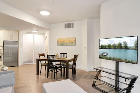 Sleek Buffalo Condo with free parking -Monthly rates available