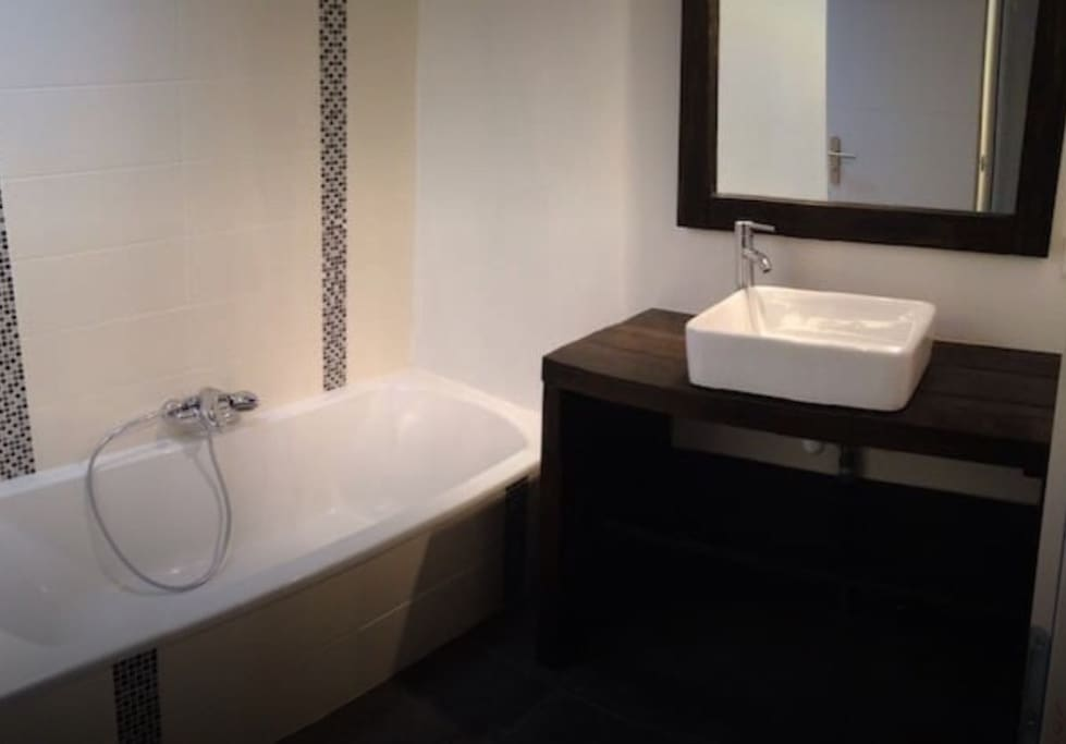 chambre 18m2 en colocation dans maison de 100m2 maisons louer aytr nouvelle aquitaine. Black Bedroom Furniture Sets. Home Design Ideas