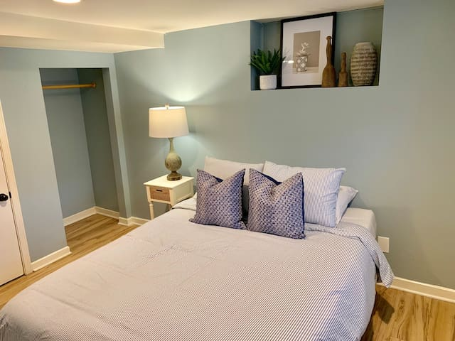 Private Garden Level Room with Queen Bed [1f]