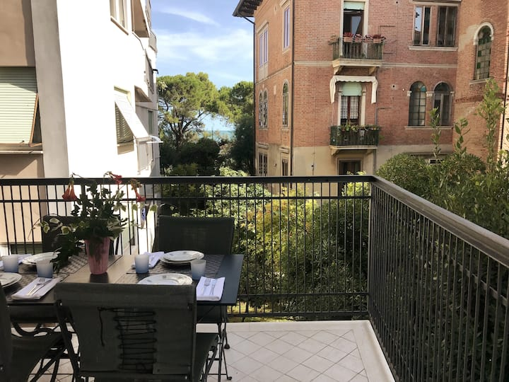 Quattro Fontane Apartment - 50 m from the beach