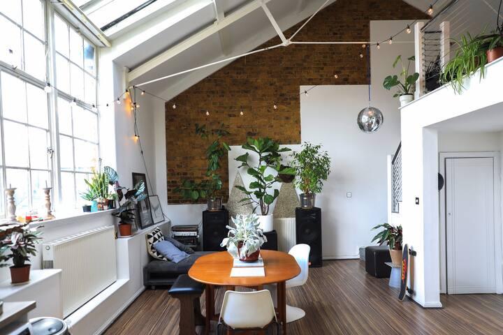 Double room in Unique Loft Apartment, Hackney