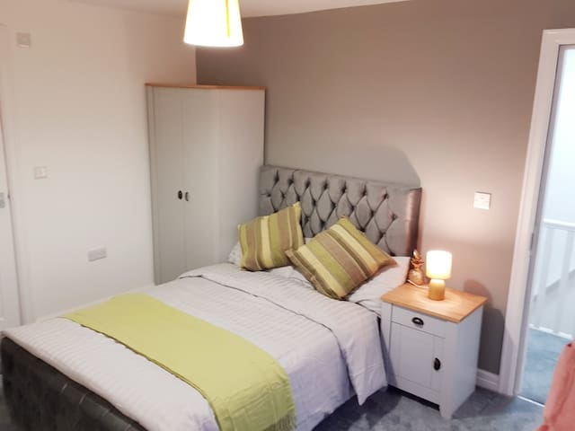 Locable Spacious double room with en-suite