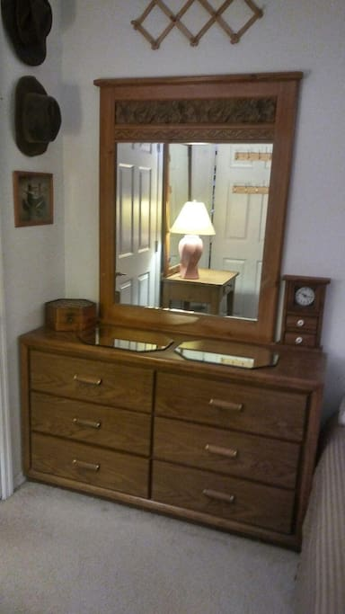 Large 6-drawer chest with mirror