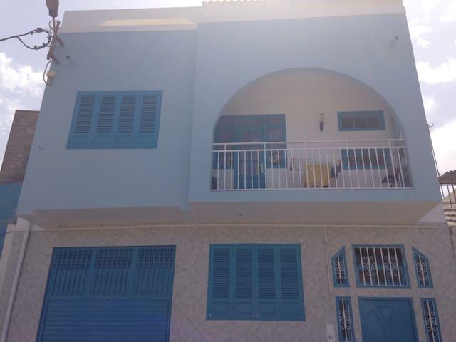 Belle maison bleu à deux étages - Mindelo
