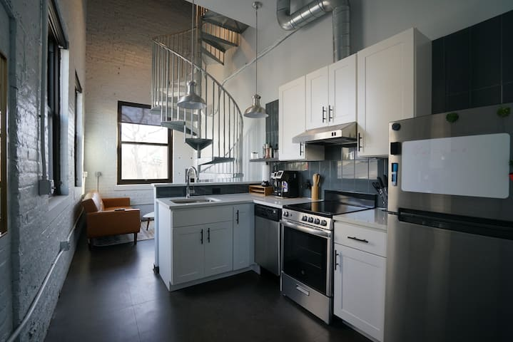 @HudsonPark 66 - Fully Serviced Luxury Loft