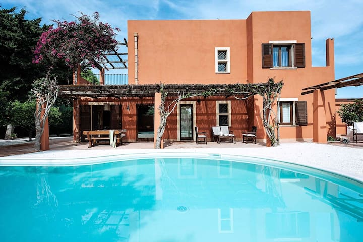 Beautiful villa with pool situated near Marsala, town by the sea