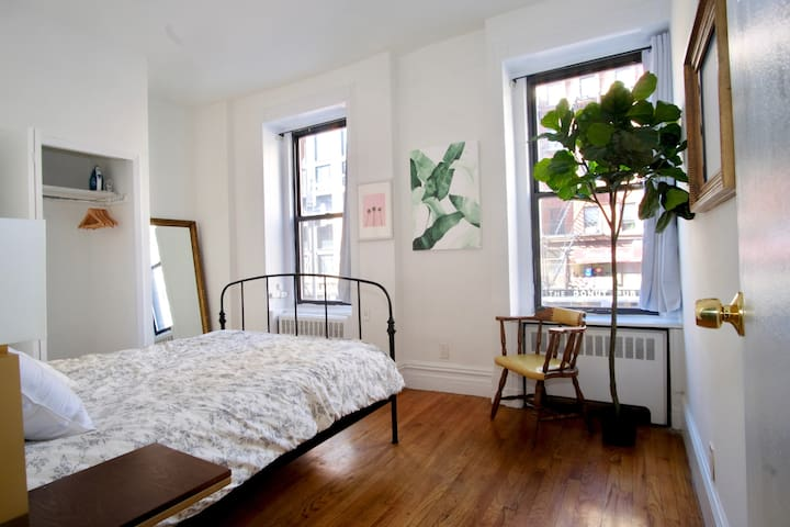 Vintage Charm Bedroom in City View Apartment