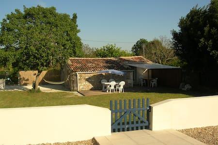 petite maison avec piscine près de Royan - Arces