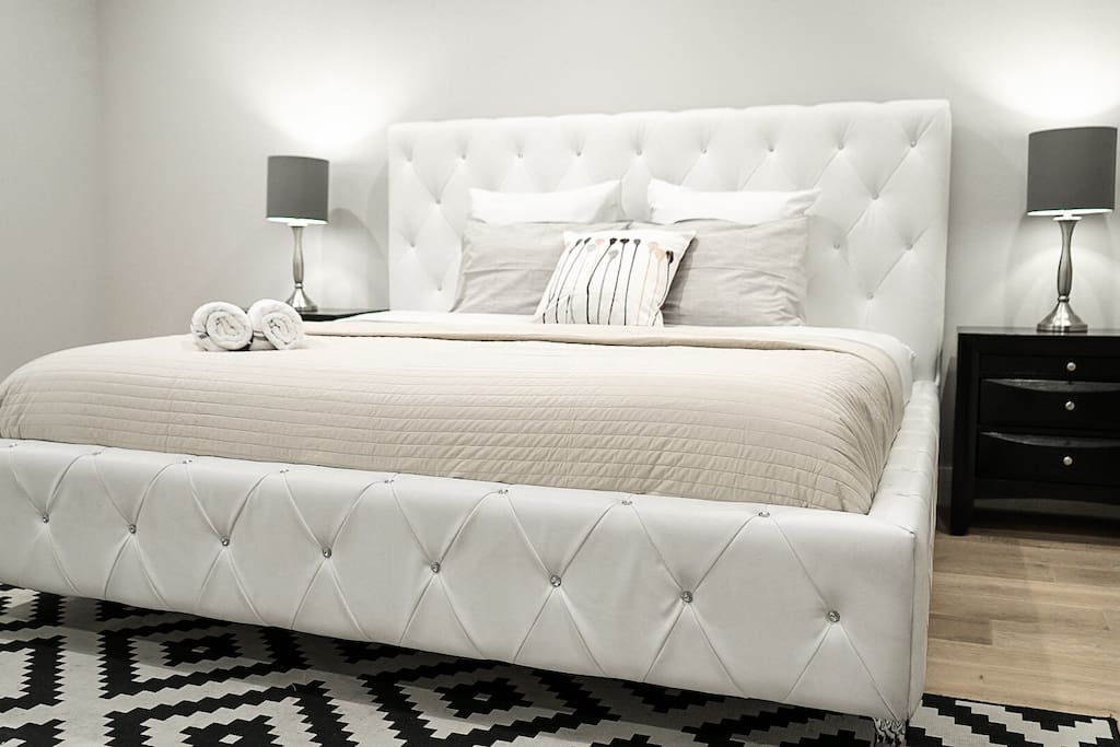 King size leather bed with fresh bedding !