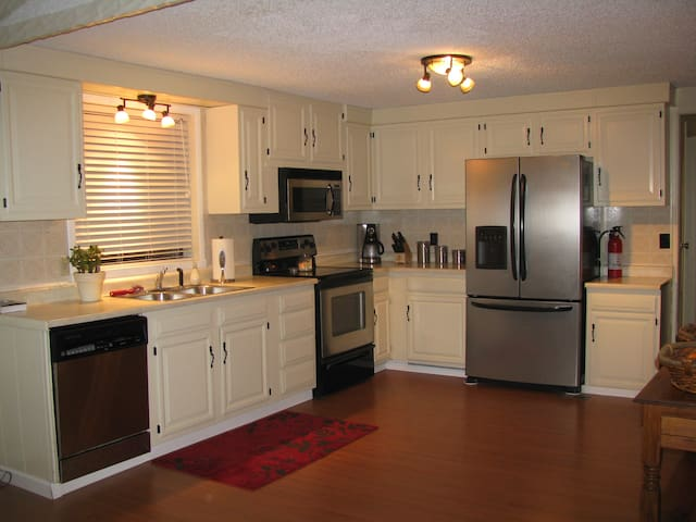 Bright & Spacious, family-friendly home (in town)
