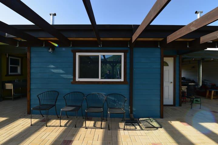 [화천, 독채] 2020 신축 친환경 목조 펜션 베베 -  Family room Blue
