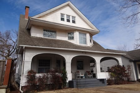 Historic 1894 Home for 12 Near Downtown Guthrie