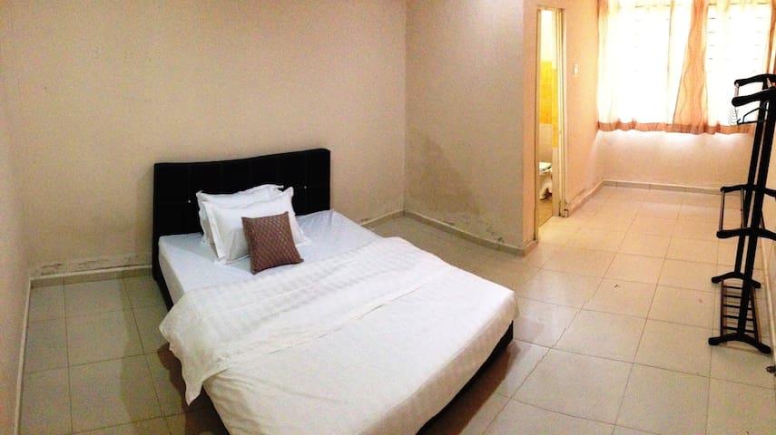 Three Bedroom Home Stay, Kuala Dungun (Aircond)
