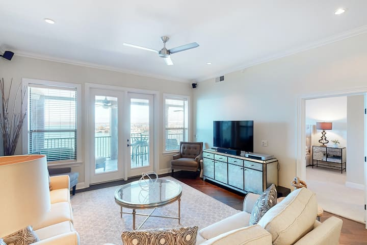 Dreamy Lakefront Condo W/ Shared Pool, Scenic Balcony, & Day Use Dock!