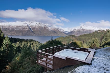 Southerly- Stunning Lake Side Retreat - Hot Tub!