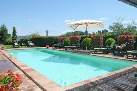 Typical Tuscan villa with swimming pool - Città della Pieve