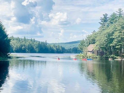 Modern Quiet Lakeside Retreat