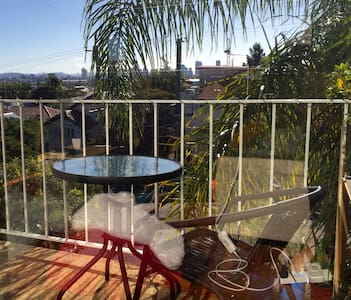 Single spacious room close to city - Coorparoo - Apartment