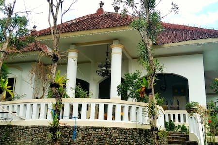 1915 ARTS.KOFFIE.HUIS - Kota Salatiga - Bed & Breakfast