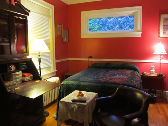 Indian Summer Home has private guest room for two!