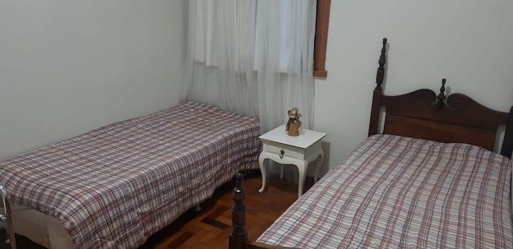 Quartos em casa no bairro Santo Antônio