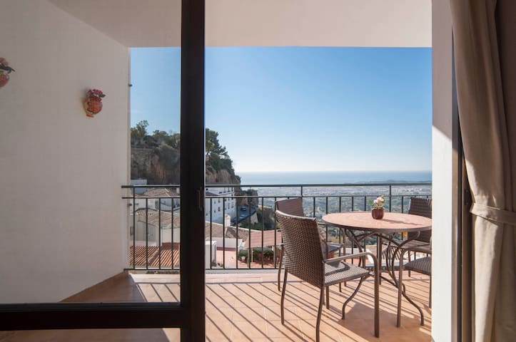 Relax on the patio while enjoying stunning views to the old part of Mijas, to the coast, and all the way to the north coast of Africa