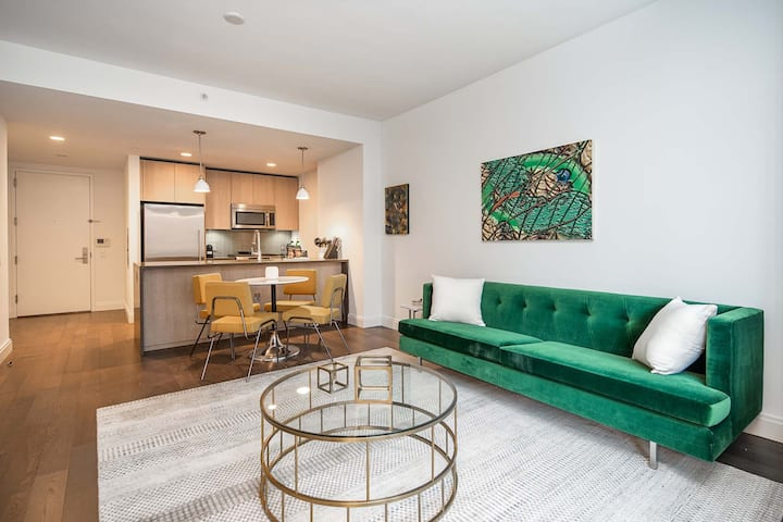 Gorgeous 1BR Suite + Amenities, mins from NYC