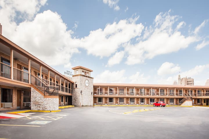 Days Inn Hotel Alamo