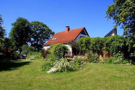 Schönes Haus und schöner Garten - Langhagen - Casa