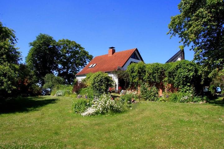 Schönes Haus und schöner Garten