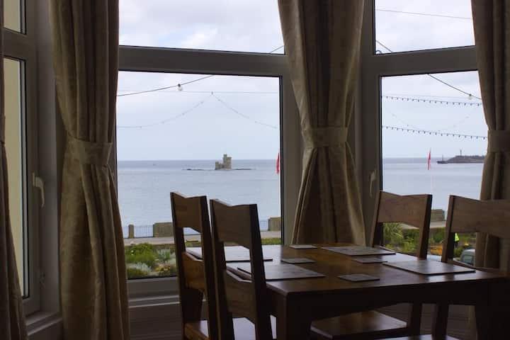 Luxury Two Bedroom Sea View Apartment