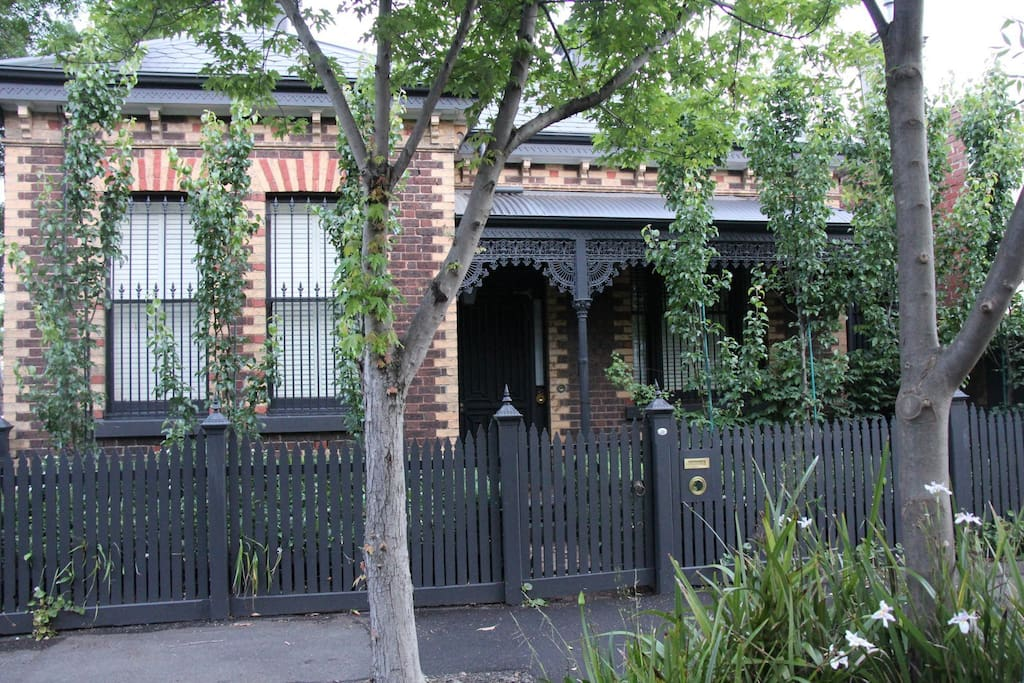 The House is located 150m from Chapel St and 400m from South Yarra Traion Station.