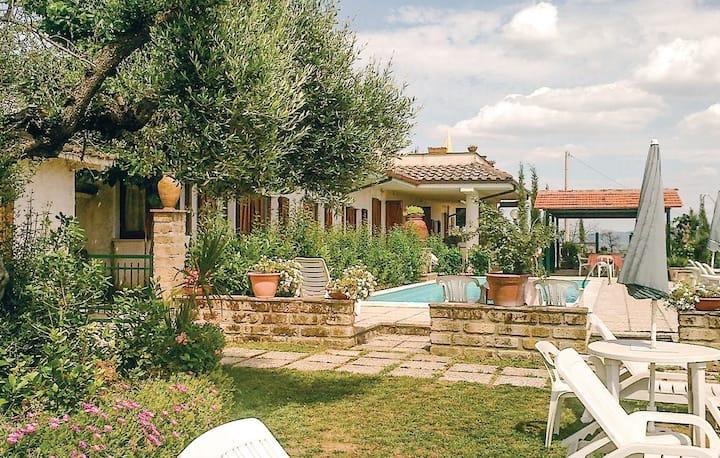 LA PAUCCA Appartamento con piscina in Umbria