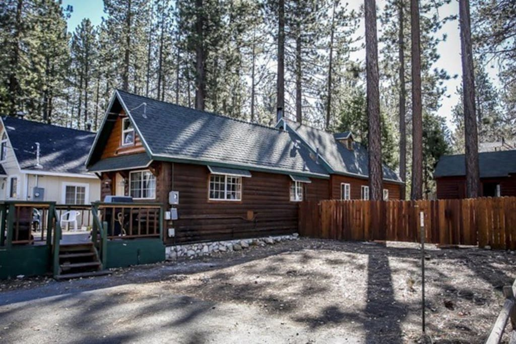 Beary cool cabin lower moonridge pet friendly cabins for for Cabins for rent in big bear lake ca