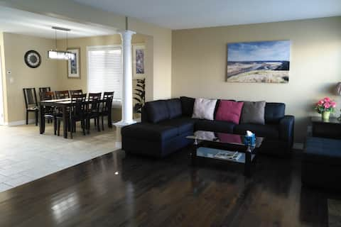 Spacious Cozy House Hosting 8 Guests Beside Park